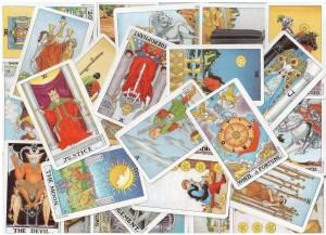 Сколько колод карт Таро надо иметь для профессионального гадания?